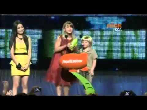 Nat Bass - Reveals Award and Gets Slimed ( Nickelodeon Kids' Choice Awards - 2011 )