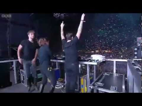 Swedish House Mafia - Save the world at T in the Park (long version +HQ)