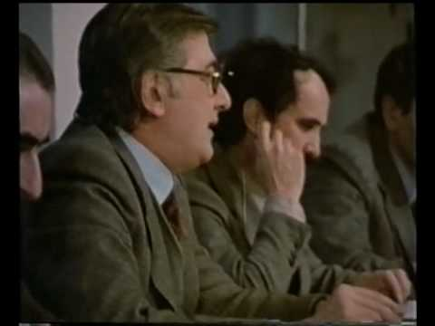 Guido Fanti presiede una riunione di Giunta nel 1974