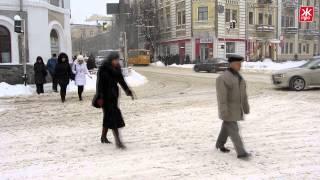 Техника не успевает чисить снег в Житомире
