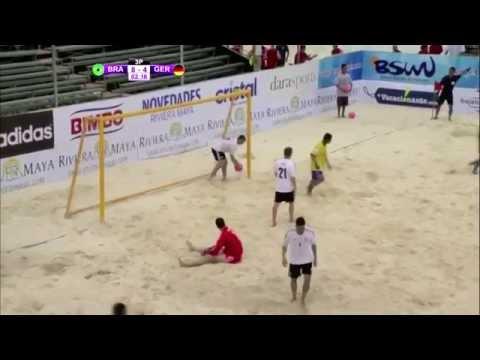 شاهد فيديو  برازيلي يسجل الهدف الأجمل على الإطلاق في كرة القدم الشاطئية