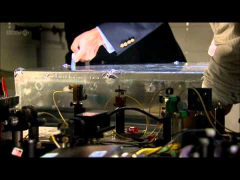 double slit experiment / 2 slits experiment - BBC Horizon - What is Reality?