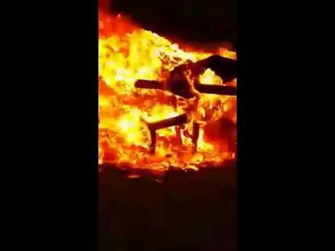 بالفيديو : الفنان السعودي أبو هلال يعلن توبته ويحرق أعماله الغنائية ابتغاء مرضاة الله