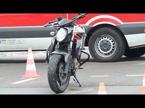 Wypadek podczas egzaminu na motocykl na Odlewniczej.