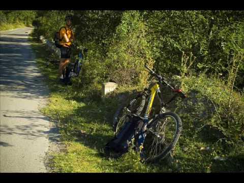 VIDEOCLIP Traseu de MTB in Valea Doftanei, 80 km pe biciclete