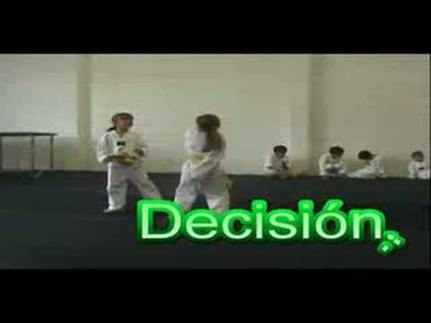 Kids Taekwondo training Arriola