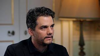 Актёр сериала «Нарко» : в Бразилии власть боится людей искусства (09.12.2019 18:31)