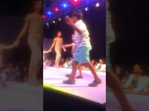 'ज्युनिअर्स  फॅशन शो'