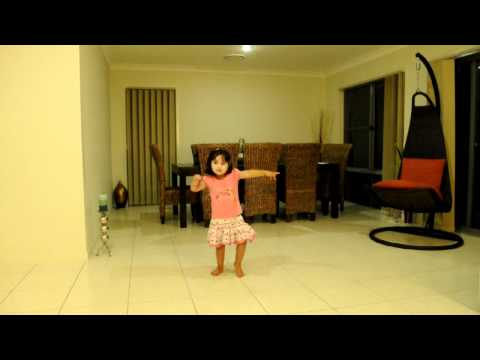 Cute little Bollywood dancer Ojaswi taps on Bollywood beats (3 years old)