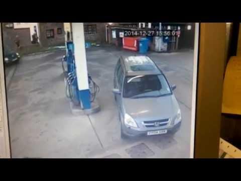 شاهد بالفيديو: المرأة وخزان الوقود يحصد ملايين المشاهدات بمجرد بثه