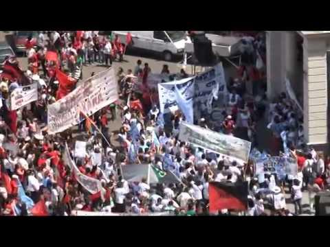 <b>Agmer march� a Casa de Gobierno.</b> Docentes reclamaron mejoras salariales y laborales.