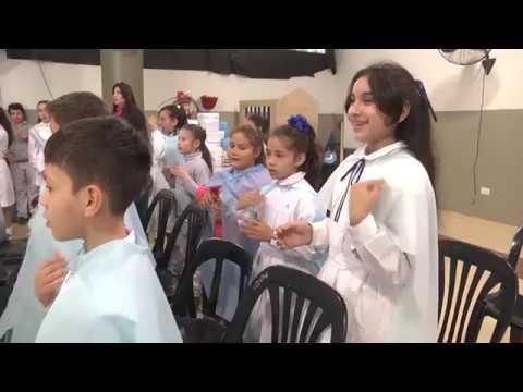 Alumnos interpretaron el Himno Nacional en lengua de señas