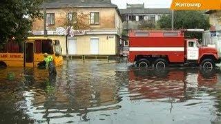 Житомир ушел под воду: автомобилям по окна, людям по колено