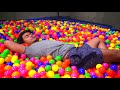 Фрагмент с начала видео DO NOT JUMP ON THE TRAMPOLINE BALL PIT AT 3AM! (Ghost)