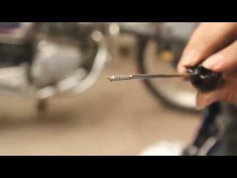 Làm thế nào để kiểm tra bảo dưỡng xe máy - tăng xích, thay buzi, kiểm tra dầu xe