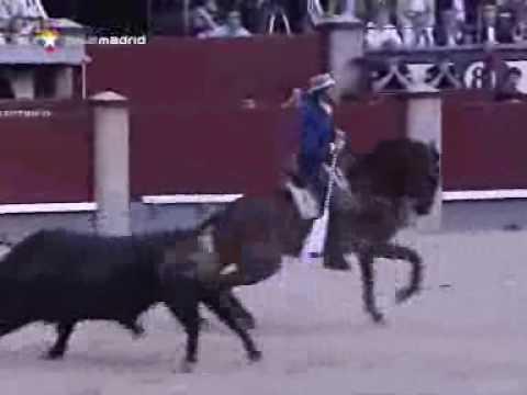 Corrida en la que el rejoneador Pablo Hermoso de Mendoza corta tres orejas