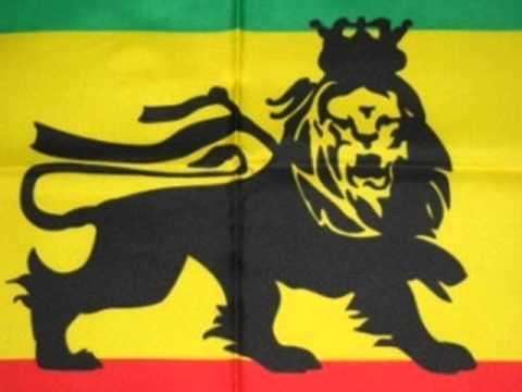 "Lucky Dube ""Reggae Strong"" -weCC4MKLS3A"