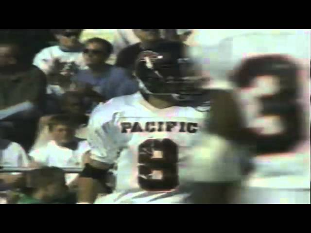 Oregon LB Derrick Barnes knocks down a pass vs Pacific 10-07-95