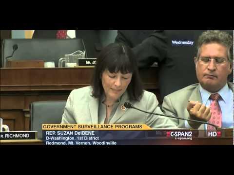 بالفيديو..موقف مقزز لسياسي أمريكي على الهواء.. شاهد ماذا فعل