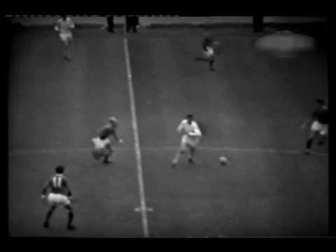 1966 - Leeds United v Manchester United - Elland Road - 04