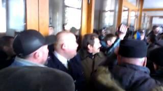 Пикетчики пытались прорваться в здание Житомирской ОГА