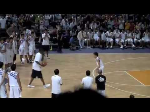Kobe Bryant Teaching Basketball Moves in Singapore (Fake Fadeway Spin Back Shot &amp; The Snake)