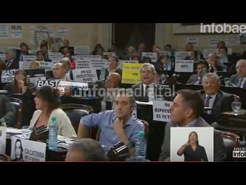 <b>Tensión en el Congreso.</b> Abucheos entrerrianos a Macri
