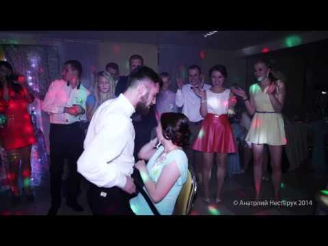Пьяная девушка в клубе 26 фотография