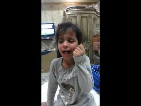 فيديو شاهد طفلة سعودية تبكي وتطلب رؤية الملك عبدالله قبل دفنه