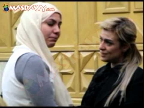 فيديو : شاهد انهيار الفنانة سيمون في عزاء والدتها وفيفي عبده تواسيها