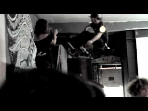 OFF! -  Upside Down (Live - 2010) VICE Records