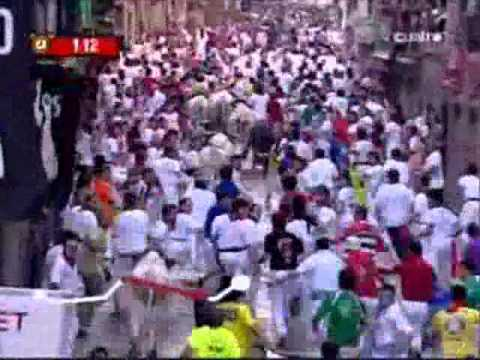 Running of the Bulls Encierro 14 July 2007 Pamplona, Spain 480p