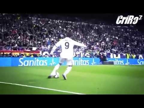 Cristiano Ronaldo ◘ Amazing Dribbling vs Skills - 2014