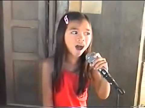 "Young girl singing ""Sayang na sayang talaga"" in Karaoke video, Watch the Little Regine Velasquez"