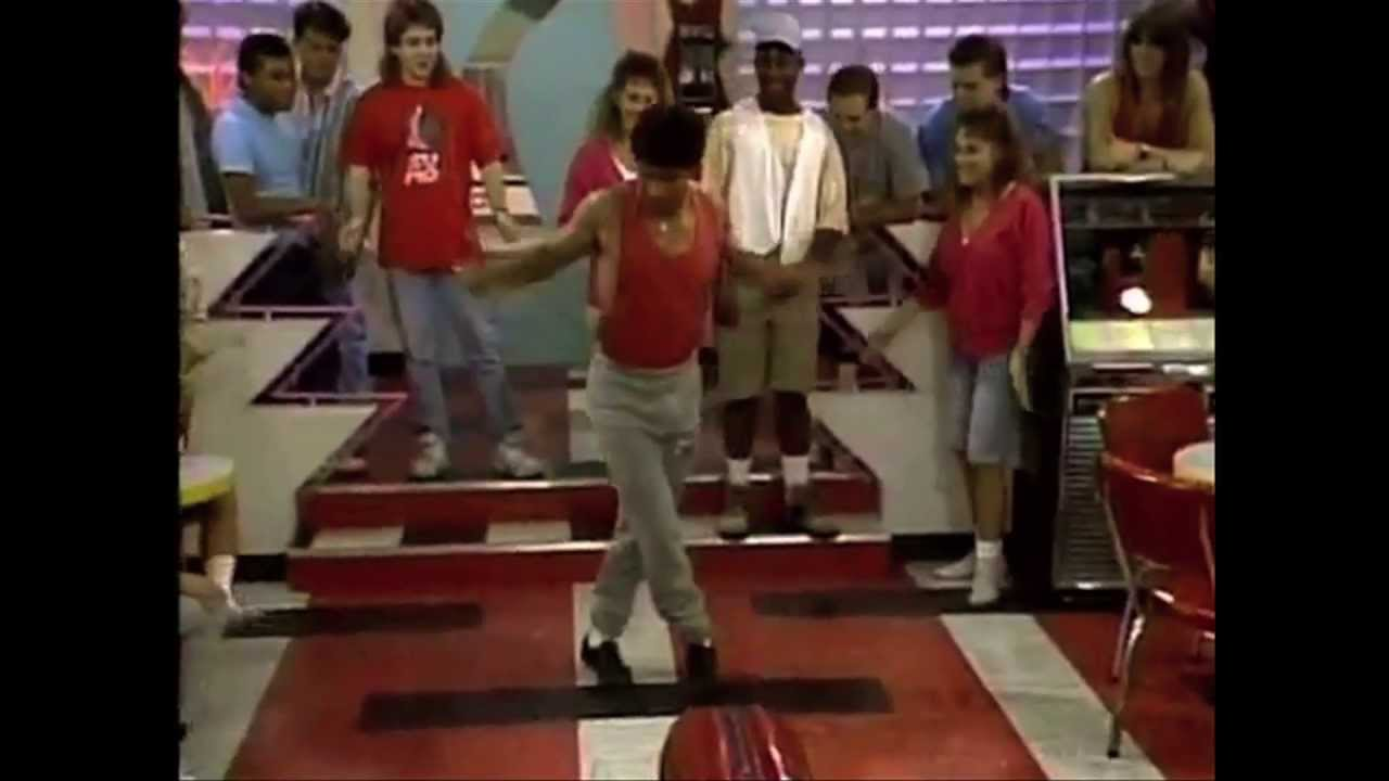 11 RIDICULOUS DANCES FROM YOUR FAVORITE '90s SITCOMS