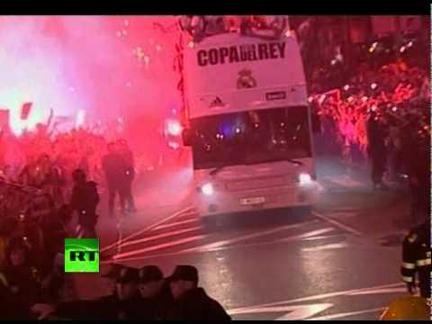 Cup Fail Video: Real-s Sergio Ramos drops Copa del Rey under bus