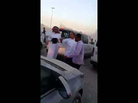 فيديو : هدم فندق قرب المسجد النبوي في السعودية يتسبب بأضرار فادحة بالسيارات وازدحام خانق