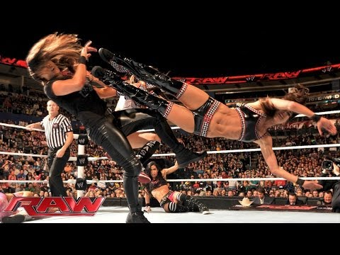 Natalya & The Bella Twins vs. Summer Rae, AJ Lee & Tamina Snuka: Raw, Dec. 2, 2013