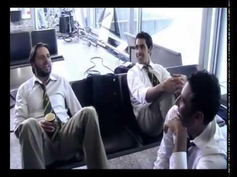 Shahid Afridi, Abdul Razzaq, Younis Khan, Shoaib Akhtar & Umar Gul Play at Airport - PTC