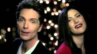 "Richard Marx and Sara Niemietz: ""Santa Claus is Comin' to Town"""