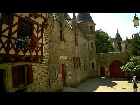 Josselin - Brittany, France. - UCloH4e8_HshZcieqI-yayQA