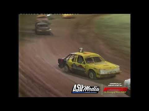 Street Sedans: A-Main - Kingaroy Speedway - 25.11.2006 - dirt track racing video image