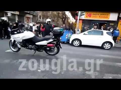 Αστυνομική επιχείρηση καταστολής μεταναστών στην πλατεία Βικτωρίας
