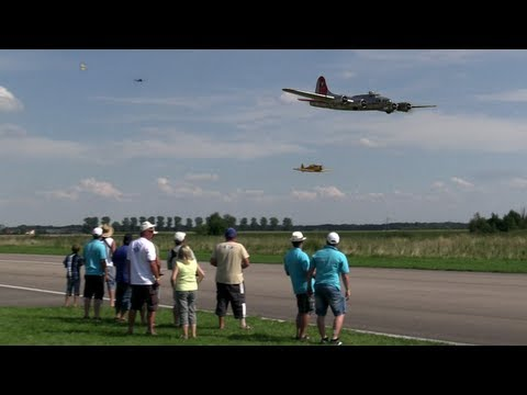 "19 ft. B-17 ""Flying Fortress"" Flying Together With 6 Other Warbirds - UC1QF2Z_FyZTRpr9GSWRoxrA"