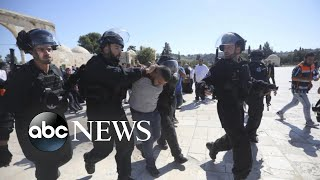 Clashes break out between Israeli police and Palestinians at a holy site