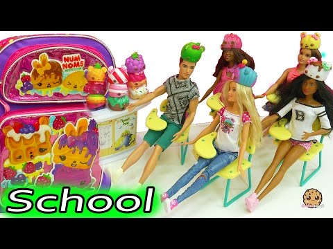 Num Noms School Day with Barbie Doll Teacher + Classroom of Students - Toy Video - UCelMeixAOTs2OQAAi9wU8-g