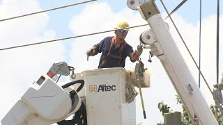 Traffic stopped on I-85 while crews re-string power lines