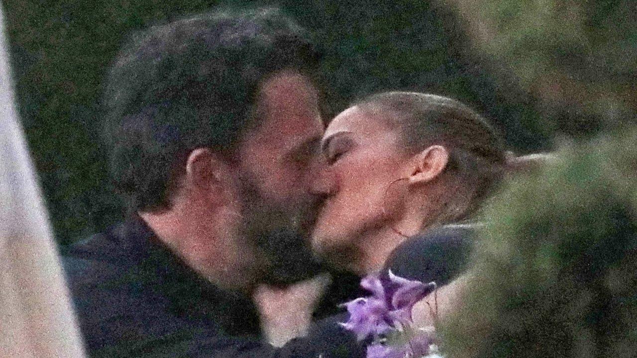 Ben Affleck and Jennifer Lopez KISS During Dinner in Malibu