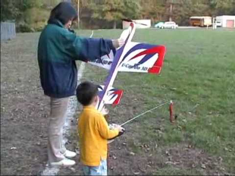 3 Year Old Justin Jee - U-Can-Do 3D EPP Electric RC Airplane Flying - Oct 18, 2005 - UCVSodLmZ88LzvMmFyElmopw
