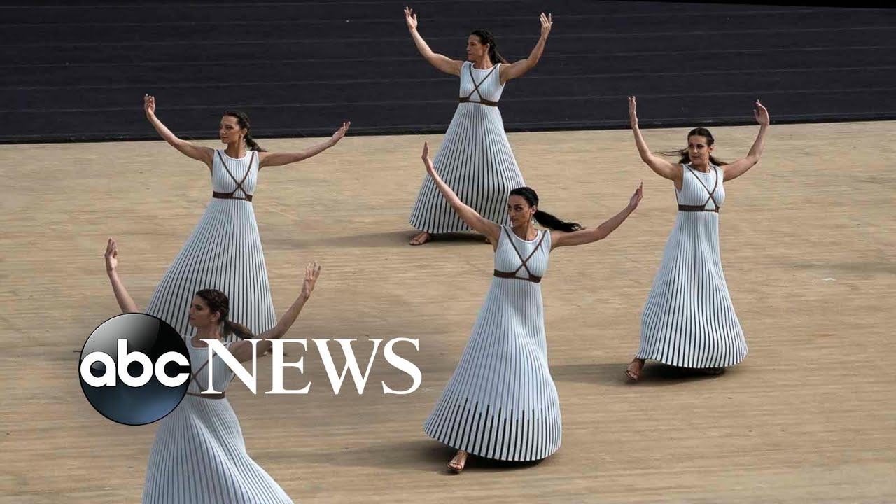 Dancers, La Palma volcano and COVID: World in Photos, Oct. 19